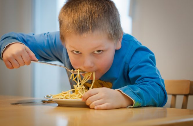 Teaching kids table manners is easy and fun with these tips and free printable! Check it out.